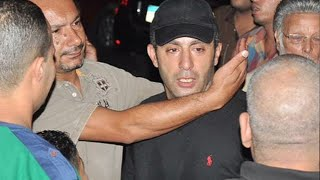getlinkyoutube.com-أحمد السقا ينهار باكيا أثناء تشييع جثمان خالد صالح