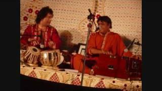 getlinkyoutube.com-Jho Sajhar - Ustad Tari Khan and Pervez Mehdi Khan Sahib (Studio Version)