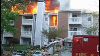 getlinkyoutube.com-firefighters and  residents clash over apartment fire