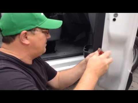 Как снять дверную карту Peugeot Expert 2.0HDi 2008 года