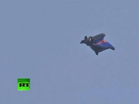 Un británico sobrevive a un salto desde 700 metros de altura sin paracaídas