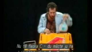 getlinkyoutube.com-Kenny Everett - Bee Gees Kit
