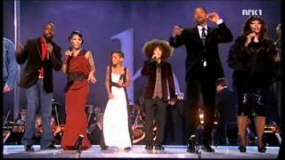 getlinkyoutube.com-Willow's First Singing Debut At The Nobel Peace Prize In 09