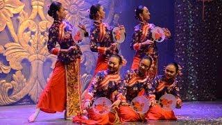 getlinkyoutube.com-Tarian Kipas @ Panggung Seni Tradisional 2013 (4)