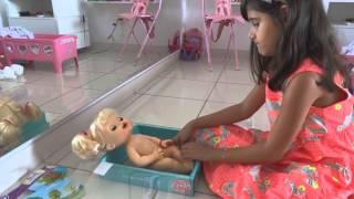 getlinkyoutube.com-Mariazinha cuidando da Baby Alive