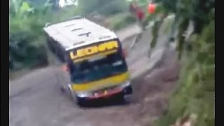 getlinkyoutube.com-Amazing Drift! Crazy Bus Drives Downhill Through Slippery Road