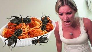 スパゲティの中にコオロギを混ぜるいたずら。嫁ぶちぎれ。