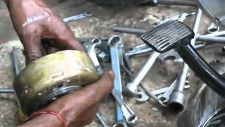 getlinkyoutube.com-Royal Enfield Bullet Engine Disassembly