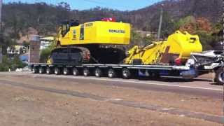 getlinkyoutube.com-Mactrans Heavy Haulage climbing a big hill in far north qld with some help