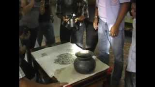 getlinkyoutube.com-พบ! เหรียญหลวงปู่ศุข กว่า 500 องค์ พิมพ์ประภามณฑลเนื้อชินตะกั่ว