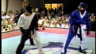 getlinkyoutube.com-Jason Tankson vs Hector Santiago Jr at 1995 Bluegrass Nationals Karate Tournament