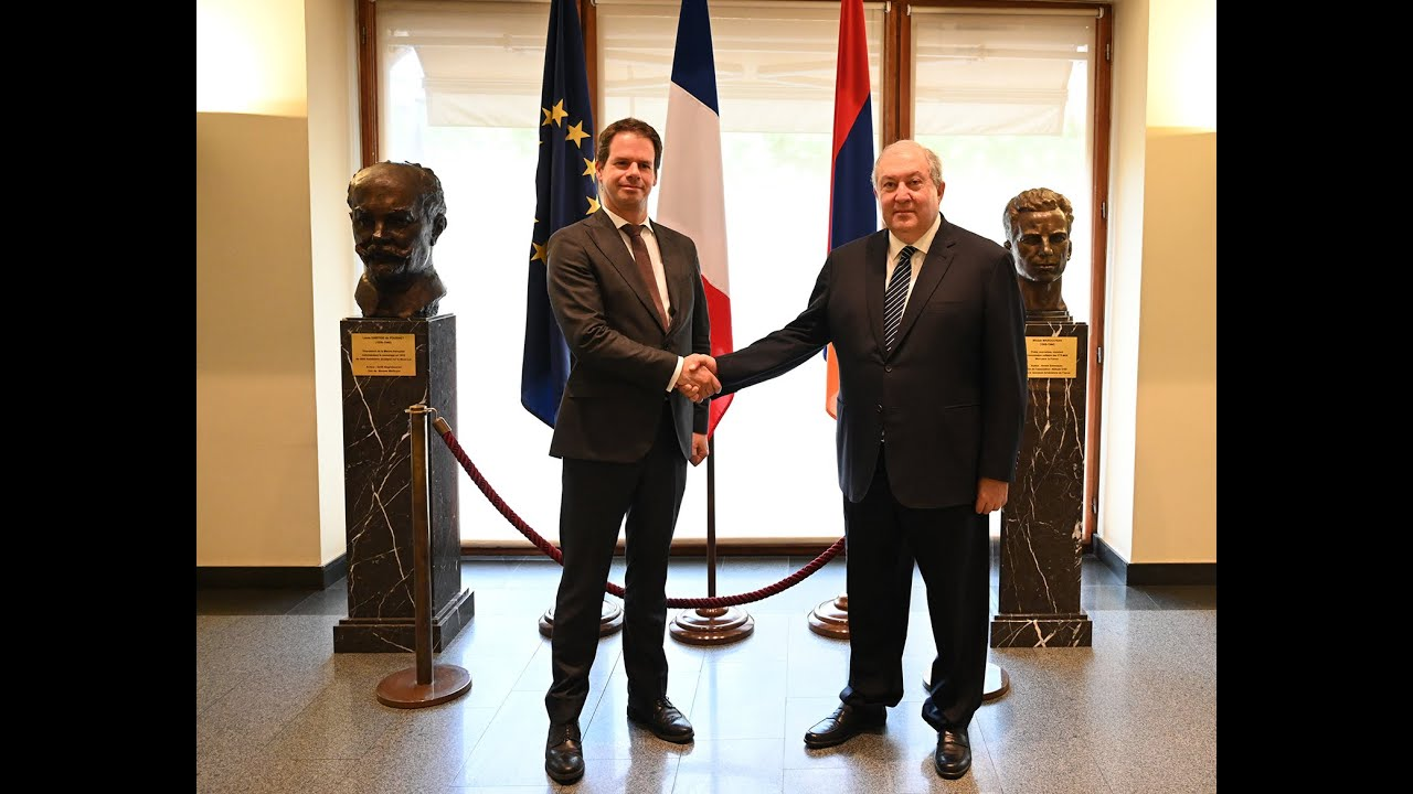 Armenian President visits French Embassy to congratulate on National Day