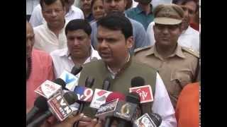 getlinkyoutube.com-Maharashtra Chief Minister visits Parabdham near Junagadh in Gujarat