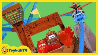 getlinkyoutube.com-Disney Planes Fire and Rescue Toys Fire at Fusel Lodge Track Set Playset Launcher Dusty Blade Ranger
