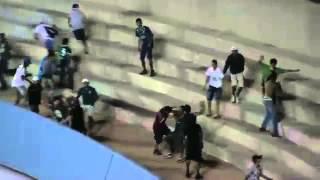 getlinkyoutube.com-Briga entre torcedores do Goiás e Figueirense no Serra Dourada - 04/10/2014