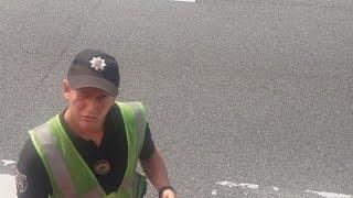 getlinkyoutube.com-Полицейский  из Житомира перегрелся...