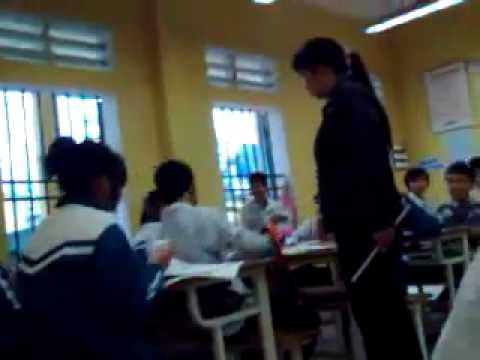 Cô giáo dò bài quá khó tính..nam sinh bực tức đánh cô giáo gãy cả răng..
