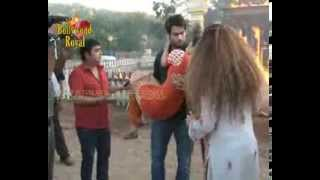 getlinkyoutube.com-On location of TV Serial 'Madhubala'  RK saves Madhu from fire, gets cured  3