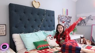 getlinkyoutube.com-Annie's Christmas Decorations Room Tour (WK 308.3) | Bratayley