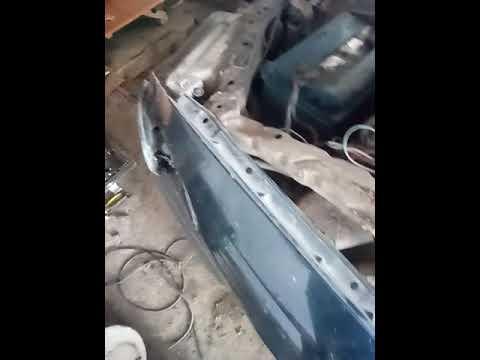 Тойота карина е  меняем петли дверей передних  дверей