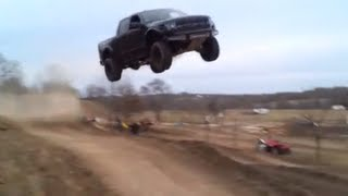 getlinkyoutube.com-Ford Raptor jumps 90 feet!