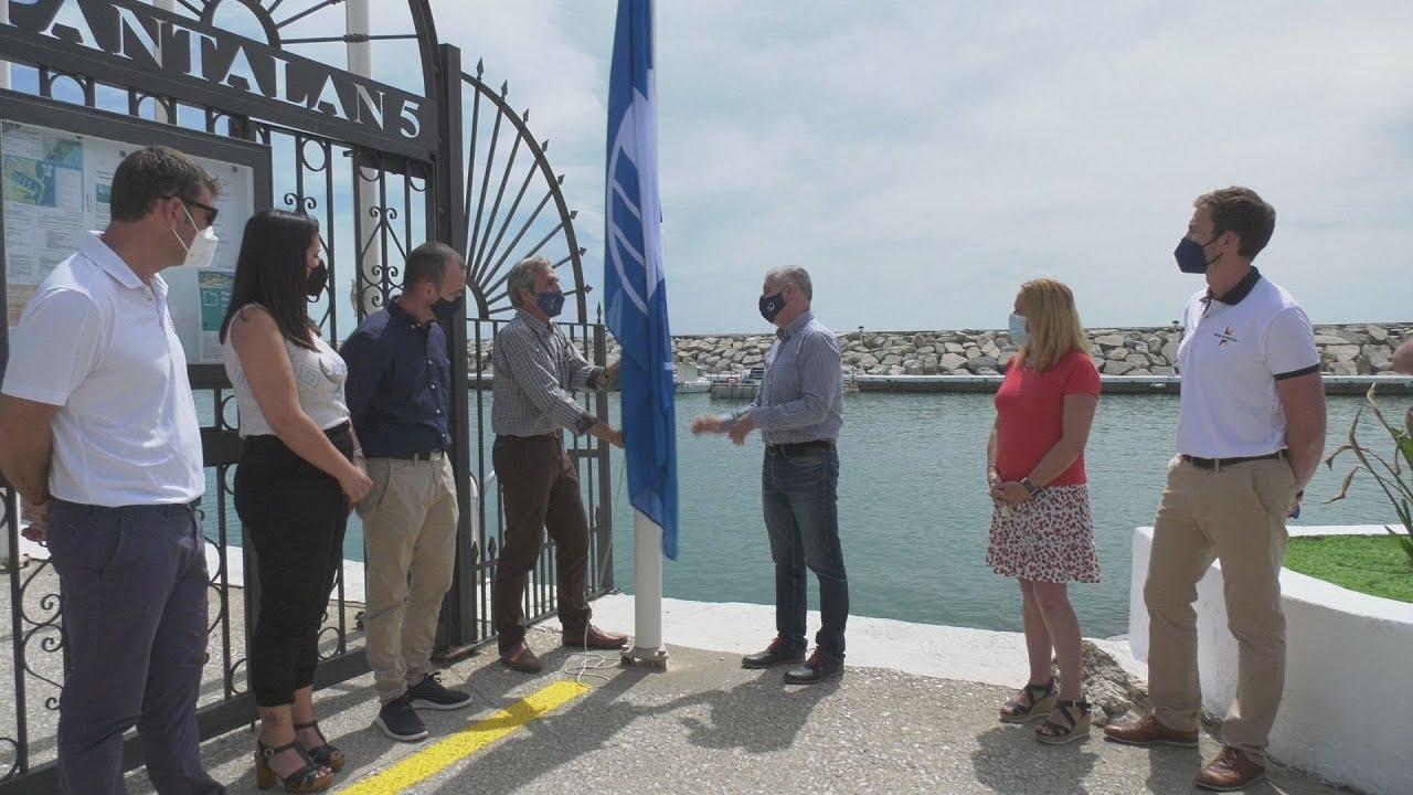 Izada de la bandera azul del Puerto de la Duquesa