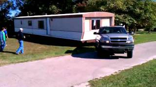 getlinkyoutube.com-Chevy 2500 duramax pulling 75ft mobile home.