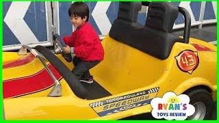getlinkyoutube.com-Amusement Park for Kids Rides! Meeting Disney Characters + Animal Kingdom Hotel + Toy Hunt Shopping