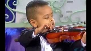 getlinkyoutube.com-Andre Rieu & 3 year old violinist, Akim Camara 2005