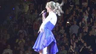 getlinkyoutube.com-Taylor Swift Upskirt Wardrobe Malfunction  In 1080p HD  ツ