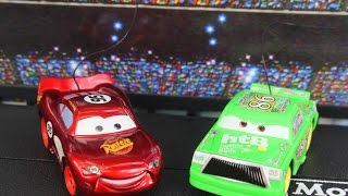 getlinkyoutube.com-Disney Pixar Cars Lightning McQueen & Chick Piston Cup 500 Race Track Playset