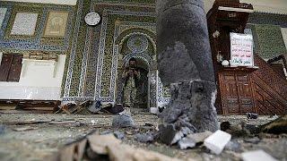 getlinkyoutube.com-العيد في اليمن: فيديو يظهر الهجوم على مسجد البليلي في صنعاء