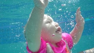 getlinkyoutube.com-babies love swimming underwater