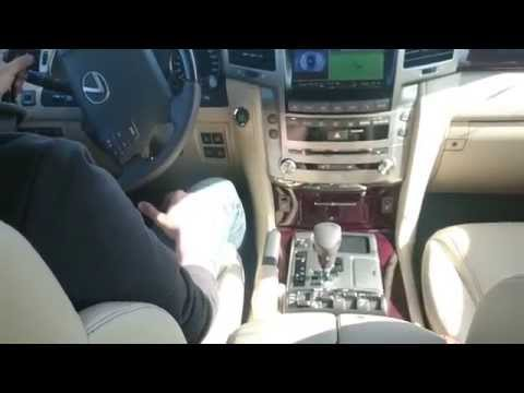 Lexus LX570 – функция помощи при поворотах.
