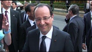 getlinkyoutube.com-凄い警護 SP!! フランス オランド大統領 沿道で握手や記念撮影 Le président François Hollande Visite d'État au Japon su