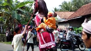 getlinkyoutube.com-Atraksi Kuda Khas Pawai Taaruf dalam rangka Khataman Al-Qur-an di Kabupaten Kebumen
