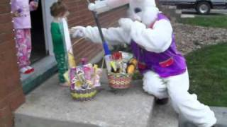getlinkyoutube.com-Easter Bunny Comes To Visit
