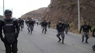 getlinkyoutube.com-Policias bailando en desfile