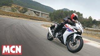getlinkyoutube.com-Honda CBR500R and CB500F | First Rides | Motorcyclenews.com