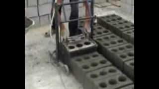 getlinkyoutube.com-Изготовление строительных блоков на вибростанке