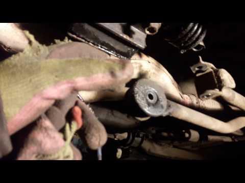 Где находится диск сцепления у Mazda Cronos