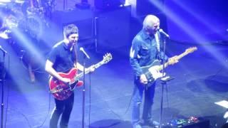 getlinkyoutube.com-Noel Gallagher & Paul Weller - Town Called Malice (The Jam) Live @ O2 Academy