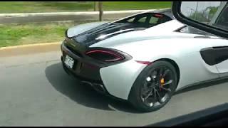 Autos deportivos recorren las calles de Nuevo Laredo