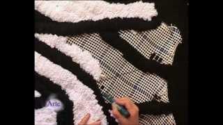 getlinkyoutube.com-Como bordar una alfombra Animal Print sobre cañamazo