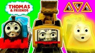 getlinkyoutube.com-Trackmaster Breakaway Bridge, Hazards Tracks & Crash Diesel10, Bash, Thomas Tank Toys