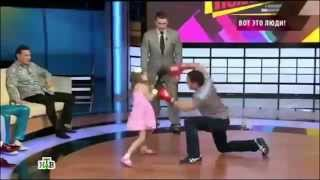 getlinkyoutube.com-Little Girl Boxing With Her Father AMAZING\Fastest Girl from Kazakhstan