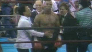 getlinkyoutube.com-Tyson vs Frazier - 1st Round Knockout