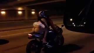 getlinkyoutube.com-Andar de moto com saia