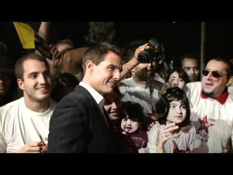 MISSION IMPOSSIBLE: GHOST PROTOCOL: Tom Cruise Meeting Fans at the World Premiere in Dubai