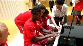 getlinkyoutube.com-Lang Lang - Piano Lessons with FC Bayern Players
